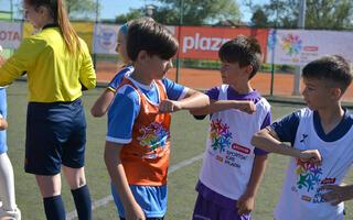 Osmijesi i radost mališana na sportskim terenima u Tomislavgradu, Bihaću i Bužimu